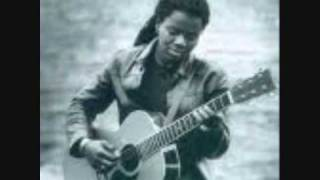 Watch Tracy Chapman Crossroads video