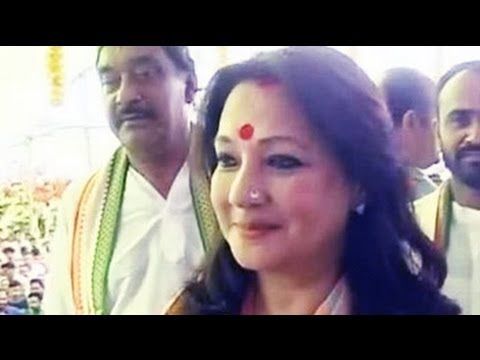 Former Actor Moon Moon Sen Hits Campaign Trail In Bankura video