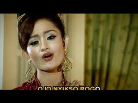 Dian Kusuma - Ojo Sujono (Official Lyric Video)