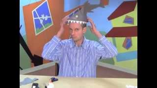 Make a paper shark hat! An easy craft for kids by World Book