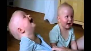 Bé cười té...ghế vui nhộn - [www.camerashoponline247.webnode.vn]