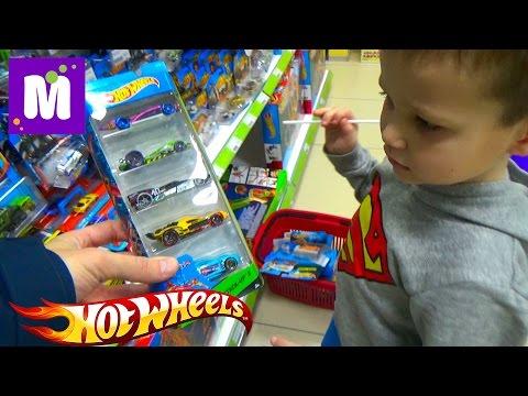 Макс в магазине игрушек покупает 40 моделей машин Хот Виллс Buying 40 HotWheels cars in kid's store