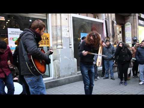 Beyoğlu İstiklal Caddesi Sokak Müzisyenleri karadeniz havası (Ahmet ÖZDAMAR)