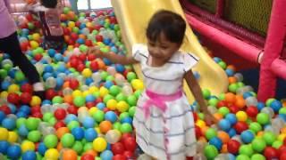 Berenang bola Warna warni Mainan anak anak Balita Di mall Seperti naik odong |Mainkan Balls Pit Show
