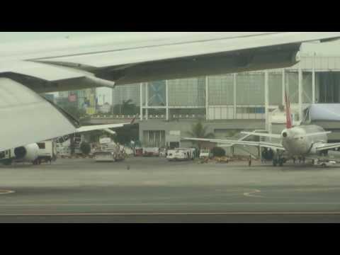 Amazing Manila City View Singapore - Manila Singapore Airlines Landing 777 14th jan 14