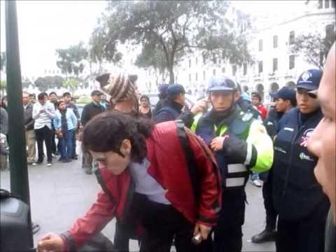 Michael Jackson se enfrenta a Serenazgo en Lima - Perú