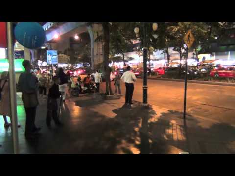 Preaching the gospel in the entrance to Patpong Road in Thai (November 24, 2011)