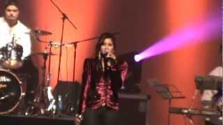 Shreya Ghoshal singing bhojpuri song 'Zubeda' at J & J Auditorium Mauritius