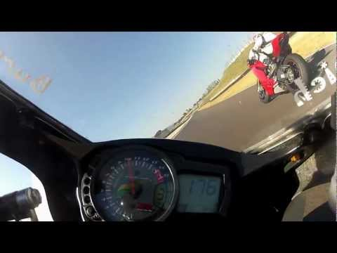 Mugello gsx r 1000 k7 vs ducati 1199 panigale