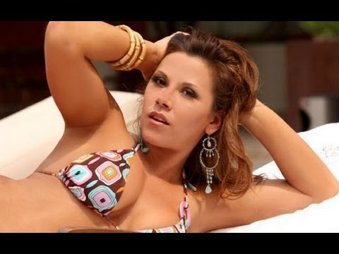 Mickie James wwe Diva Hot Bikini Moments