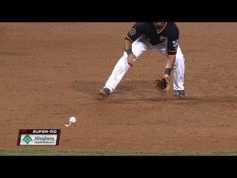 Alvarez perplexed by coverless ball in mitt