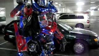Increíbles disfraces iluminados de Optimus Prime y Bumblebee