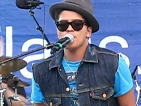 Bruno Mars ~ Marry You ~ Six Flags New England ~ Aug 27 2010