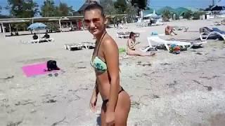 Красавица с сексуальной попой дает на пляже Малибу...3