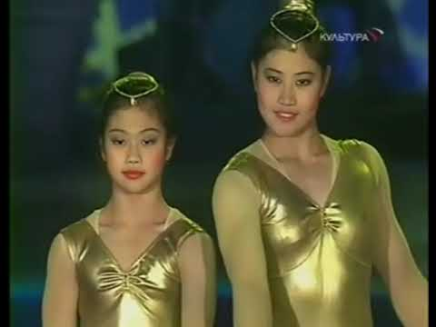China circus women acrobats hand to hand