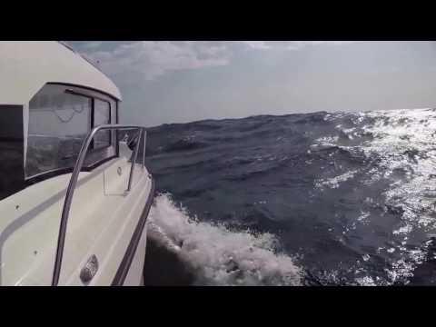 PARKER 660 WEEKEND - Rough sea in the Mediterranean