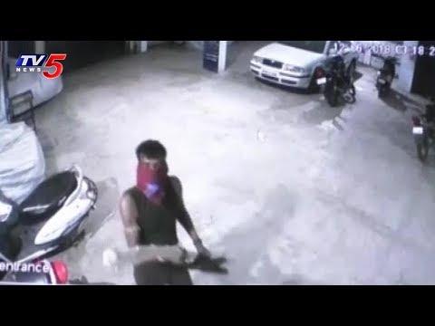 చెడ్డీ గ్యాంగ్ భయాందోళనలో స్థానికులు.. | Chaddi Gang Hulchul in Sangareddy | TV5 News
