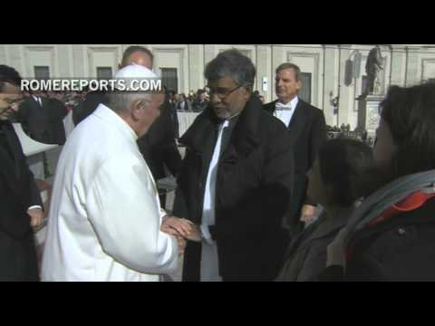 Nobel Peace Prize winner Kailash Satyarthi meets Pope Francis
