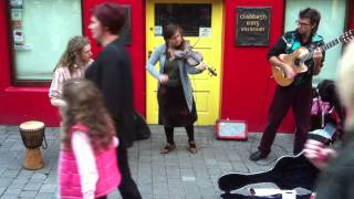 Folk music street performers, Galway