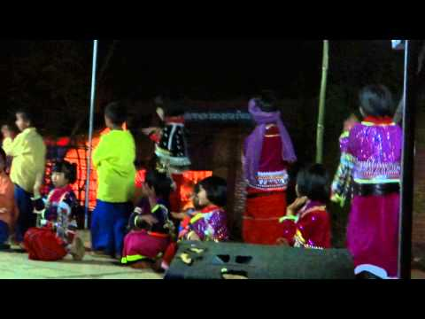 Palaung kids and girls dance
