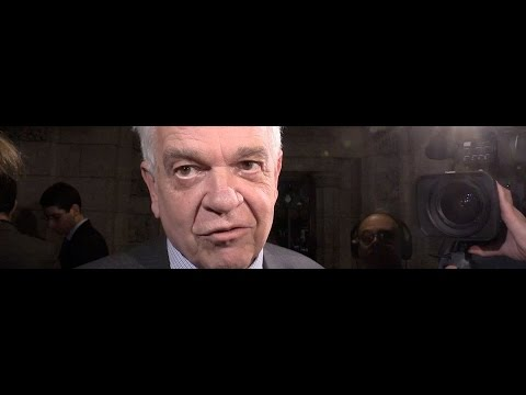 Immigration Minister McCallum dismisses refugee problems