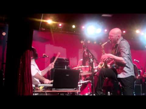 Balkan Beat Box - Enemy On Economy live au Cabaret Sauvage 19 04 2012