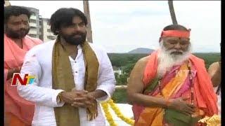 Pawan Kalyan with Ganapathi Sachidananda Offers Special Prayers at Vijayawada | NTV