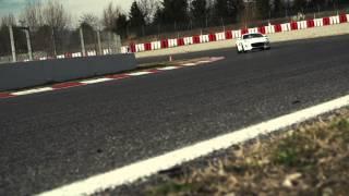 Jaguar F-Type Coupé R in pista sul circuito de Catalunya