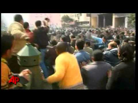 Raw Video: Egypt Protesters Clash With Police