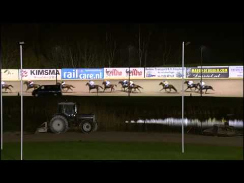 Vidéo de la course PMU GRAND PRIX DE NOEL AU TROT MONTE