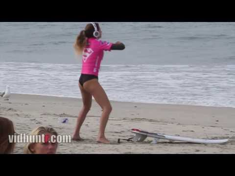 Surfer Anastasia Ashley Twerking Warm-up Dance video