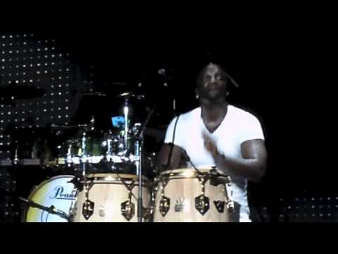 Akon playing drums @ the USHER concert!! HD!