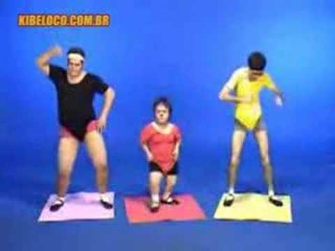 """Clipe oficioso da """"Dança do Quadrado"""", da cantora Sharon, e estrelado por Tião, Ricardo Amaral e Claudinho Castro. Produção de Antonio Tabet e Cadu Scheffer."""