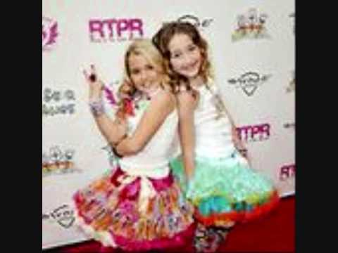 Pictures of Miley Cyrus, Noah Cyrus, and Emily Grace Reeves. Order: Reorder; Duration: 0:40; Published: 2009-11-21; Uploaded: 2011-02-17