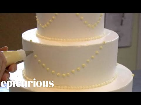 How to Make Your Own Wedding Cake: Piping Swag Decoration