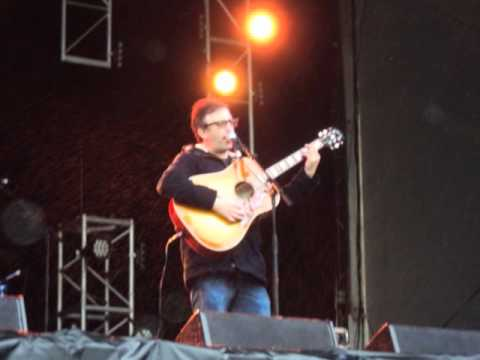Ian Broudie - Lightning Seeds - I Need You (cover) Acoustic @ Isle of Wight Festival