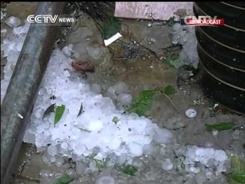 Heavy rain and giant hailstones batter S. China
