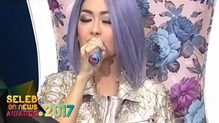 Wihhhh Hebat Julia Perez Sakit Masih Sanggup Tampil Memukau Seleb On News Awards 2017 9 2
