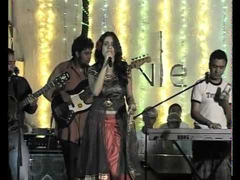 Bedardi Raja unplugged LIVE - Delhi Belly - UTV Group.flv