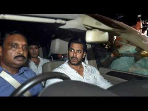 SHOCKING! Salman Khan Gets Mobbed Outside Galaxy Apt | Hit-and-run case