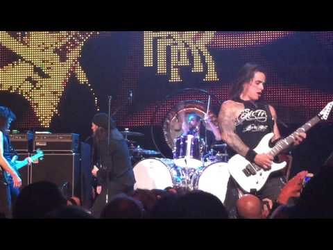Michael Sweet & Oz Fox from Stryper plus Bill Hudson - Over The Mountain at Randy Rhoads Remembered