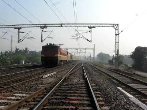 2222 Howrah-Pune Duronto Express:- Christmas meet at Deulti