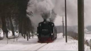 Roland rast durch Schnee und Eis