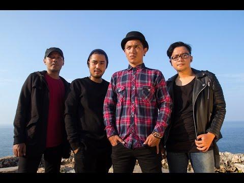 MOMO dan Parabiru Band barunya   #Parabiru
