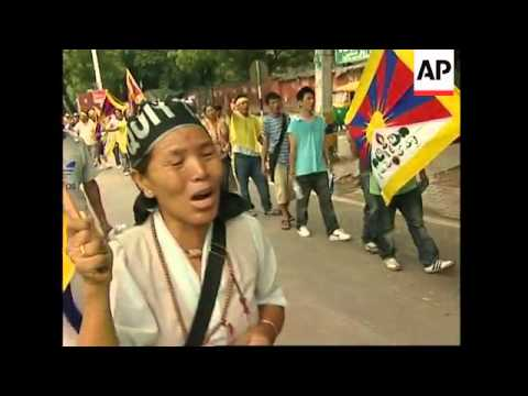 Hundreds of Tibetan exiles protest visit of Chinese FM