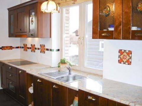 Фото дизайн кухни под окном