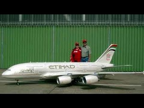 Peter Michel's Airbus A380 in Hausen flying Etihad Airways 18 foot wingspan Weight: 155 lbs 4xJetCat P-120 thanks much and please subscribe http://www.cozmik...