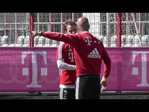 Pep Guardiola intense discussion with Mario Götze - FC Bayern Munich