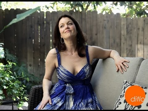 Bellamy Young sings for us Ditlo