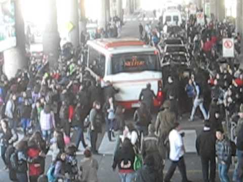 Bus De After School, Llegada A Chile video